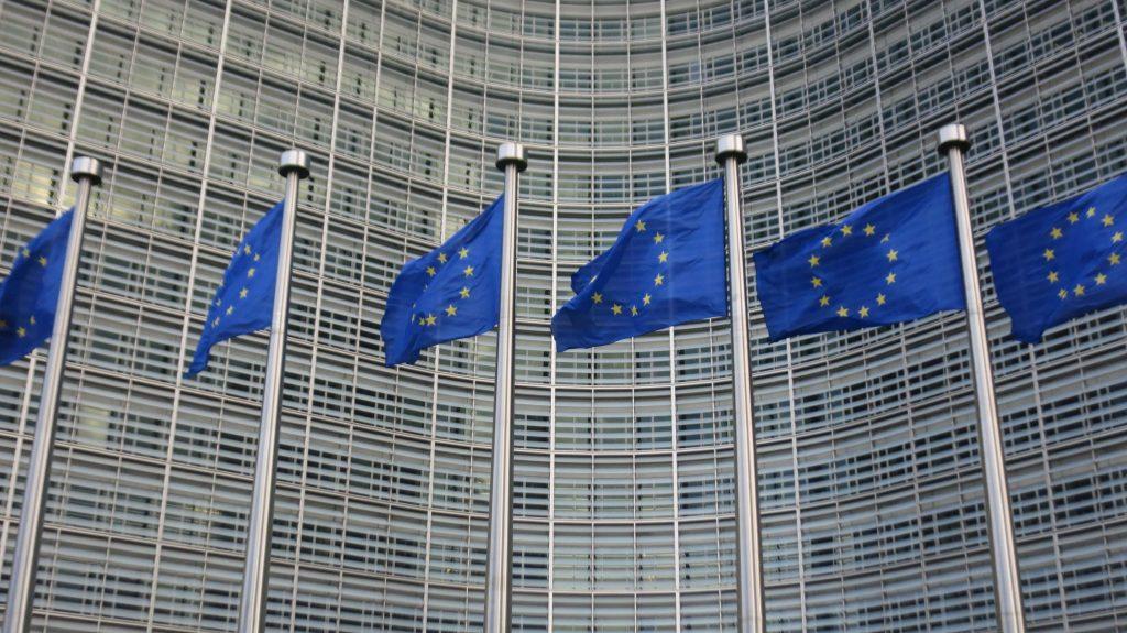 Europafahnen im Wind