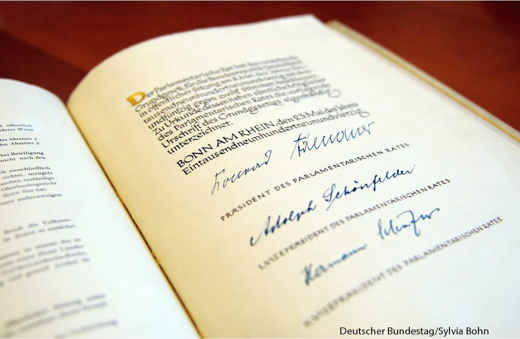 Das Original-Grundgesetz der Bundesrepublik Deutschland.