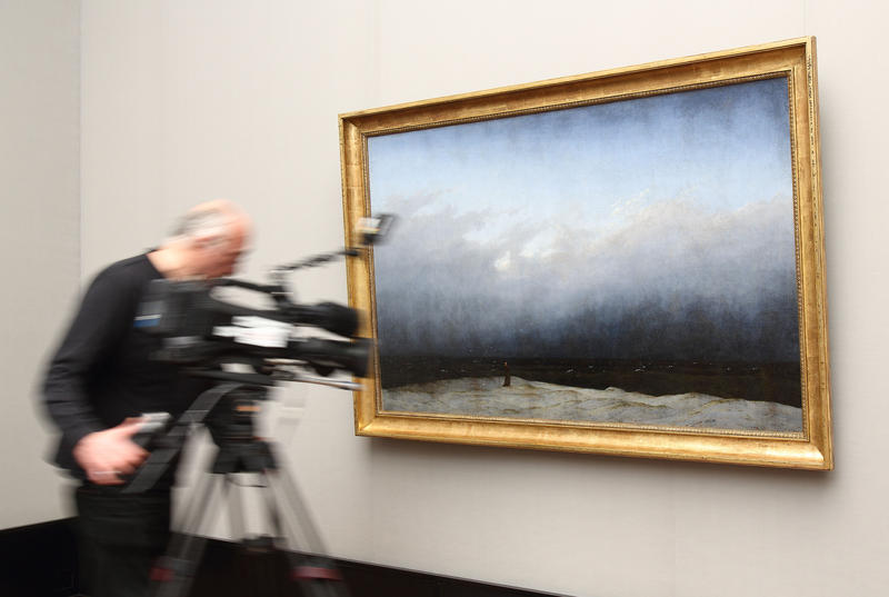 Kameramann filmt Gemälde